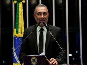 Senador pede que Bolsonaro demita Ernesto Araújo