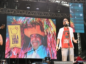 Militância toma conta do centro do Recife à espera de Lula