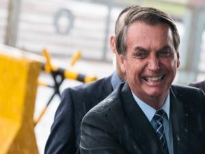 Perda de popularidade de Bolsonaro parou de crescer