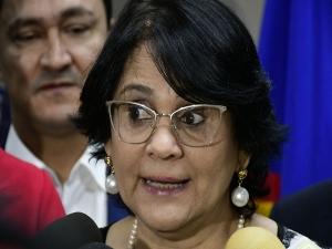 'Amo desesperadamente meu presidente', diz Damares