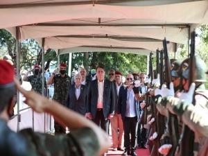 No Rio, Bolsonaro se vangloria de militares no governo