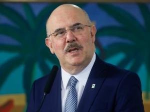 Ministro compartilha tese que compara Covid-19 e aborto