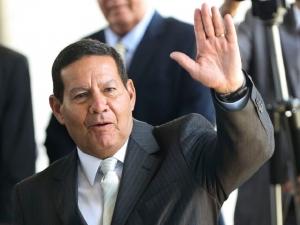 Mourão foi aconselhado a ajudar no impeachment, diz jornal