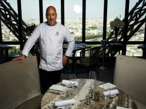 Mítico restaurante da Torre Eiffel reabre reformado
