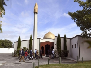 Fiéis voltam à mesquita de Christchurch após massacre