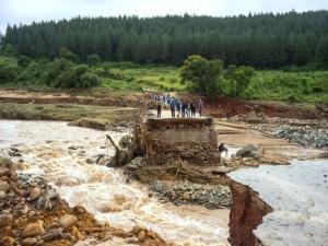 Mortos no Zimbábue e em Moçambique passam de 300