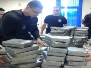 Polícia apreende 200 quilos de cocaína enterrados em sítio