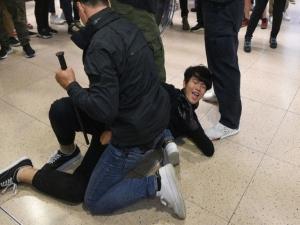 Hong Kong: policias e manifestantes voltam a se enfrentar