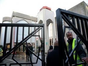 Homem é esfaqueado em mesquita de Londres