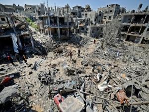 Israel mantém ataques a Gaza, que tem mais de 100 mortos