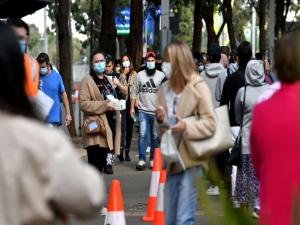 Australianos vislumbram o fim do confinamento