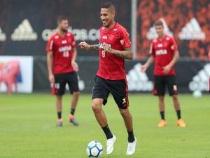 Barbieri não descarta ter Guerrero contra o São Paulo