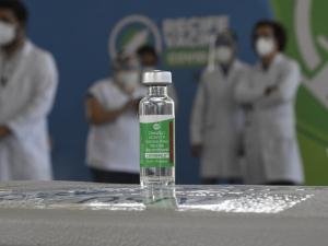 Saúde reduz intervalo entre doses da vacina AstraZeneca