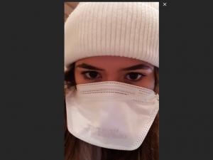 Coronavírus: na Itália, Maisa usa máscara para se proteger