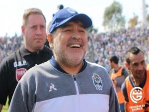 Maradona deixa o cargo de técnico do Gimnasia La Plata