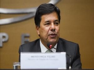 Ministro indaga se o PT defenderia a disciplina 'petrolão'