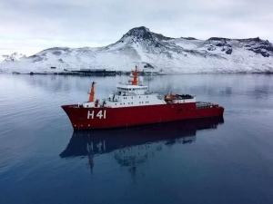 Navio Polar Almirante Maximiano parte para a Antártica