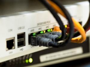 Mais de 2 mil cidades ainda têm banda larga lenta no país