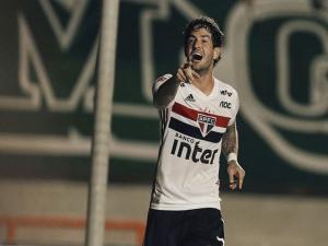 Sem marcar desde agosto, Alexandre Pato amarga reserva