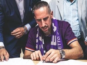 Com festa da torcida, Ribéry é apresentado na Fiorentina