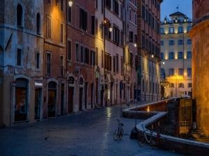 Na Itália, tudo fechado; ruas vazias e medo do coronavírus