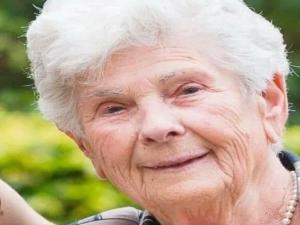 Coronavírus: idosa morre após ceder respirador a jovens