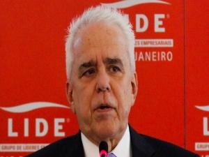 Sem luz, presidente da Petrobras reclama de concessionária