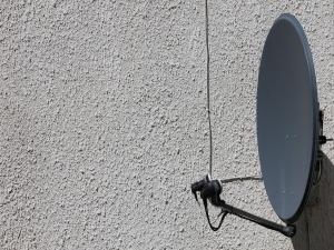Durante instalação de antena, homem morre no telhado