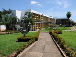 UFMT abre seleção com salário de R$ 5 mil