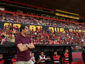 Milton Cruz lamenta derrota e culpa pouco tempo de treino