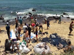 Óleo nas praias: as consequências que podem cair no Enem