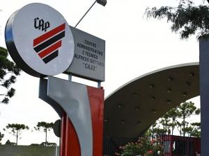 Santa firma parceria com Athletico-PR e anuncia reforços