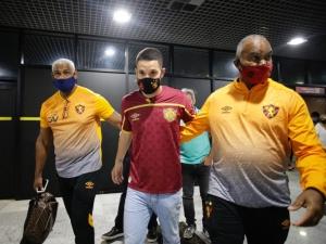 Veja como foi a chegada de Thiago Neves, meia do Sport