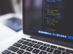 Grupo DB1 abre 25 vagas para desenvolvedor de software
